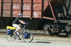 Aplanko mus dviratininkas